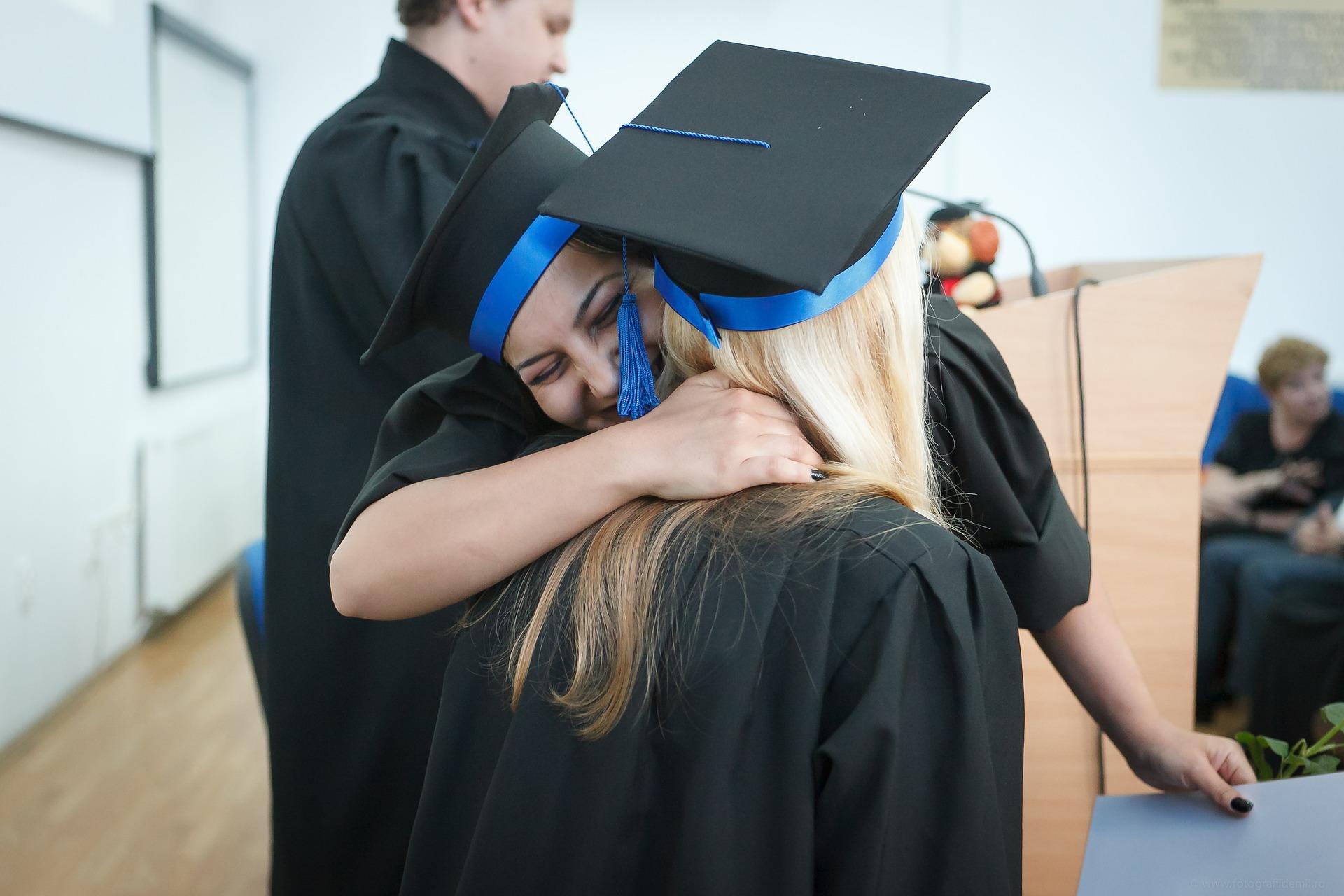 graduation-2038864_1920