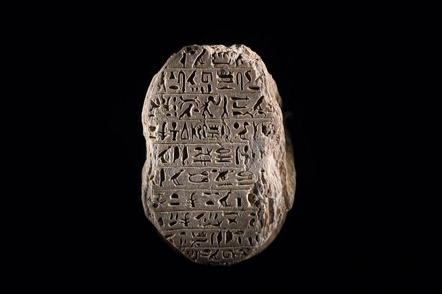 hieroglyphs-587138_640