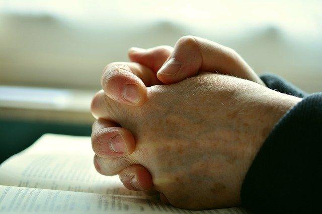 pray-2558490_640