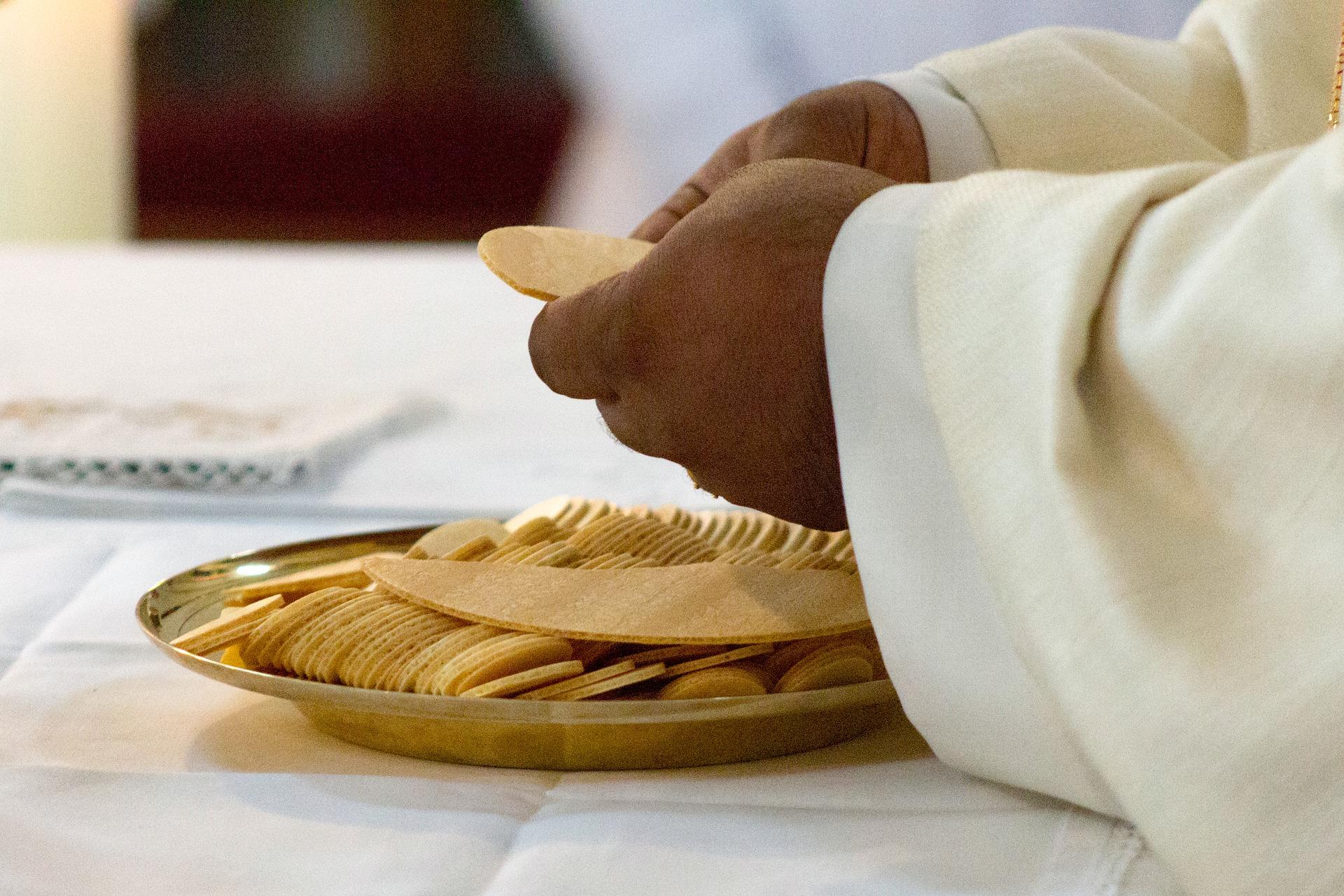 celebration-of-the-eucharist-5243045_1920
