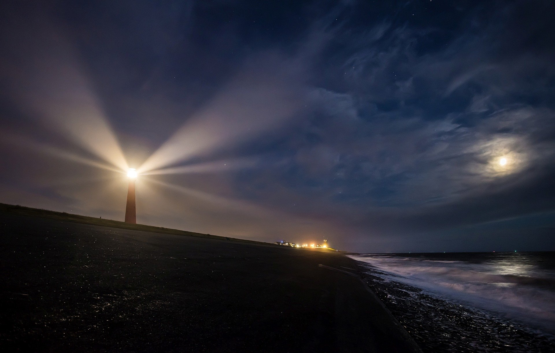 lighthouse-2611199_1920