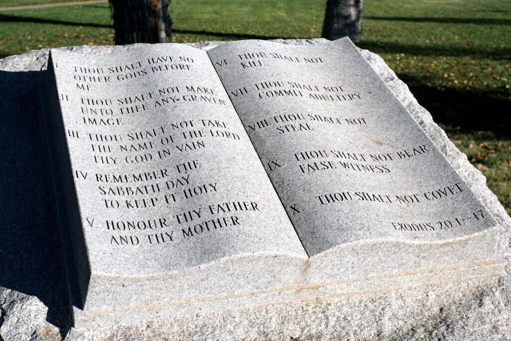 ten-commandments-5742135_1920