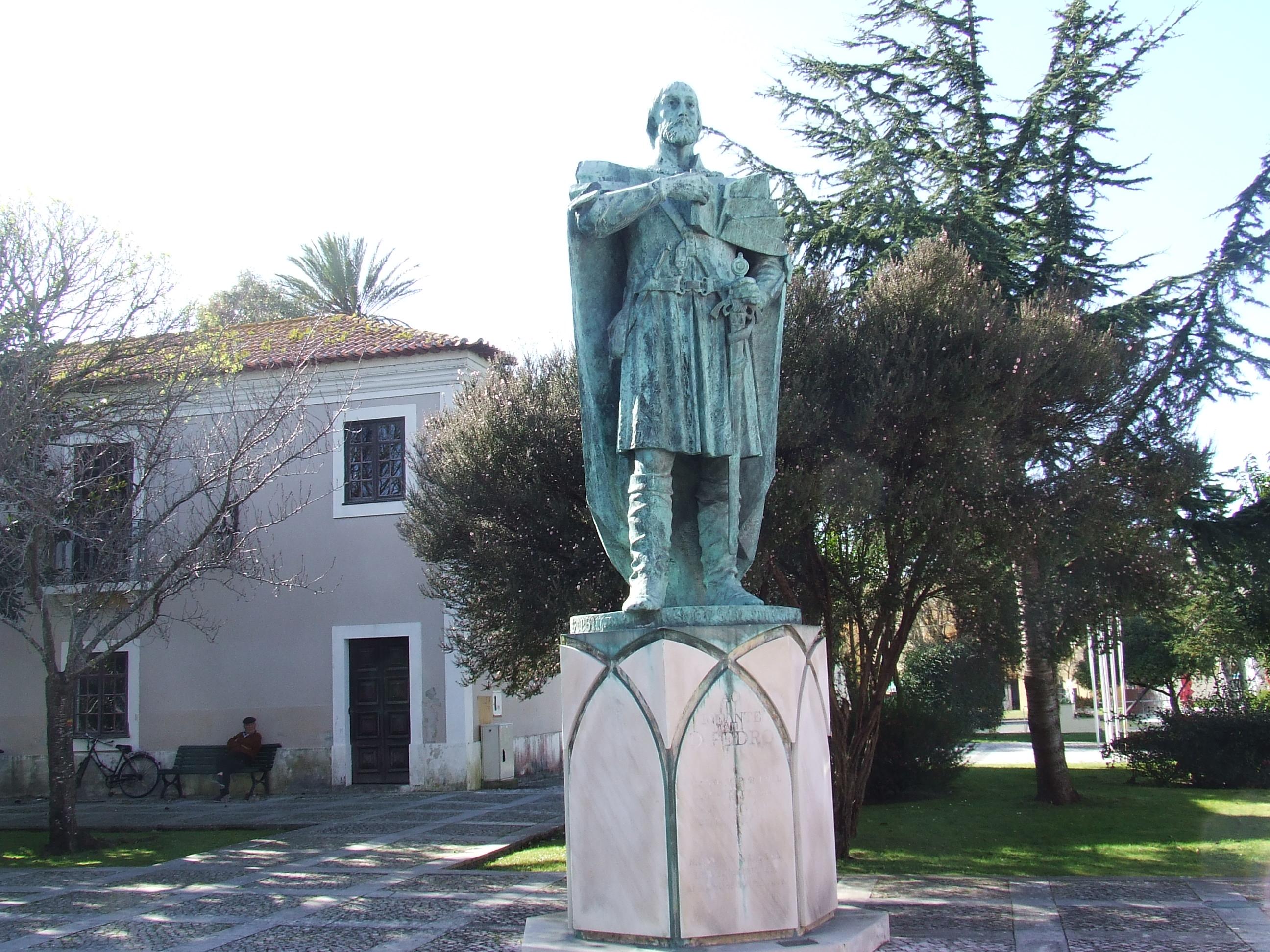 Estátua do Infante D. Pedro em Mira