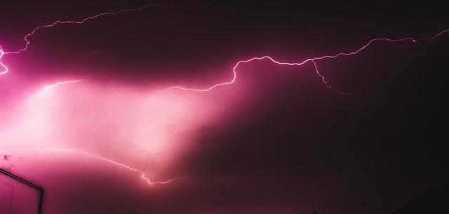lightning-2822445_640