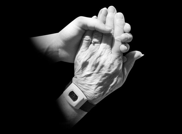hands-216981_1280